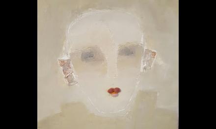 Med olja som grund och udda material som komplement – så skapar Cecilia Ciscar sina kvinnor