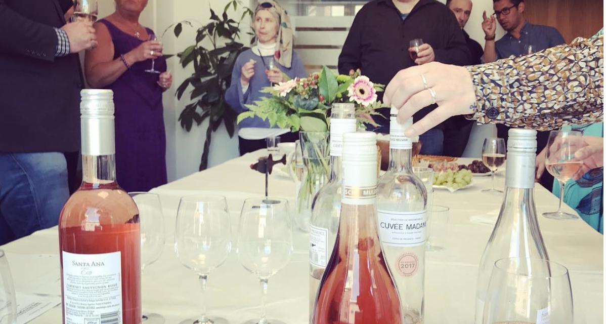 """Konstnärer och Rosé – Hosono 3 Content bjöd in till vinprovning: """"Mycket smak och styrka"""""""