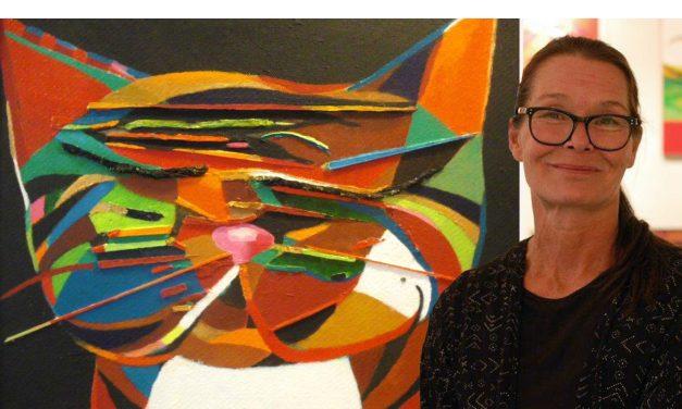 """Hon ger saker nytt liv – när hon återanvänder dem i sin konst: """"Jag vill att folk ska bli glada och upplyfta"""""""